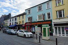2019-06-07 06-22 Irland 623 Killarney, High Street (Allie_Caulfield) Tags: foto photo image picture bild flickr high resolution hires jpg jpeg geotagged geo stockphoto cc sony alpha 77 sommer summer irland ireland eire killarney wanderung hike muckross house kerry lough leane lake trail walk