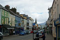 2019-06-07 06-22 Irland 619 Killarney, High Street (Allie_Caulfield) Tags: foto photo image picture bild flickr high resolution hires jpg jpeg geotagged geo stockphoto cc sony alpha 77 sommer summer irland ireland eire killarney wanderung hike muckross house kerry lough leane lake trail walk