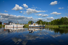 Kromme Mijdrecht (Julysha) Tags: krommemijdrecht river 2019 thenetherlands dehoef acr boats sunny summer july reflection clouds d7200 nikkor1680284
