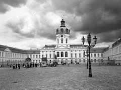 Charlottenburg (triebensee) Tags: bronicarf645 zenzanon 65mm f4 ilforddeltapro400 kodakhc110 dilutionb epsonv700 film berlin