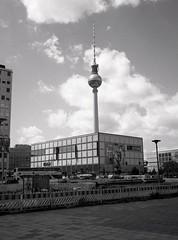 Alexander Platz (triebensee) Tags: bronicarf645 zenzanon 65mm f4 ilforddeltapro400 kodakhc110 dilutionb epsonv700 film berlin