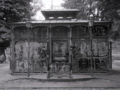 Boxhagener Platz (triebensee) Tags: bronicarf645 zenzanon 65mm f4 ilforddeltapro400 kodakhc110 dilutionb epsonv700 film berlin