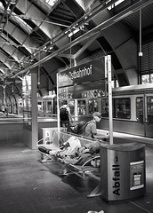 Ostbahnhof (triebensee) Tags: bronicarf645 zenzanon 65mm f4 ilforddeltapro400 kodakhc110 dilutionb epsonv700 film berlin