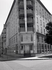 Friedrichshain (triebensee) Tags: bronicarf645 zenzanon 65mm f4 ilforddeltapro400 kodakhc110 dilutionb epsonv700 film berlin