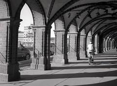 Oberbaumbrücke (triebensee) Tags: bronicarf645 zenzanon 65mm f4 ilforddeltapro400 kodakhc110 dilutionb epsonv700 film berlin