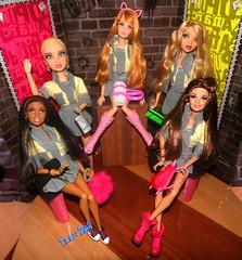 📕👭Meninas estudem📓📗 (FranBoy Monteiro) Tags: doll dolls toy toys boneco bonecos boneca bonecas cute pretty beauty love amor fashion fashionista fashionistas moda outfit clothes look model models gay gayguy guy boy fun diversão cool handsome awesome barbie ken livdoll liv myscene barbiedreamhouse princess