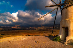 Morning Walk after a night Storm....., Caminata Matinal tras una noche Tormenta...... (Joerg Kaftan) Tags: molino viento paisajes arena sol nubes mar ambiente desierto eos7markii objetivo sigma mill wind landscapes sand sun clouds sea environment wilderness objective desert canon