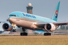 HL7530 Korean Air Boeing 777-2B5(ER) (buchroeder.paul) Tags: ams eham amsterdam schiphol international airport flughafen the netherlands niederlande europe europa dusk abend rotation hl7530 korean air boeing 7772b5er
