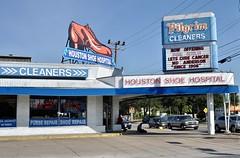 Houston Shoe Hospital - Houston, Texas. (Rob Sneed) Tags: usa texas houston kirbydrive houstonshoehospital shoerepair pilgrimcleaners sign neon urban urbex