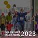Familie und sportliche Marathonläufer beim Zieleinlauf, mit dem Bildtitel Frankfurt Marathon 2023