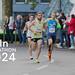 Drei joggende Leichtathleten mit dem Bildtitel Köln Marathon 2024