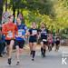 Zuschauer beim Anfeuern der Marathonteilnehmer während des RheinEnergie Marathon Köln