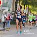 Sportliche Frau absolviert den Köln Marathon