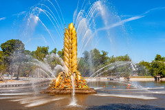 Fountain in VDNH pond (Moscow, Russia, 2019) (KonstEv) Tags: фонтан золотой колос вднх москва россия озеро пруд вода река summer fountain vdnh moscow russia