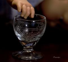MM_Danger, baby, glass (Anavicor) Tags: macromondays mm hmm danger glass macro copa copita cup cristal peligro péril risque crystal hand main mano babydoll muñeco idea story historia humor nikon d5300 anavicor villarcorreroana anavillar