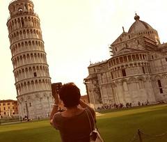 La Torre pendente... Piazza dei Miracoli (Ladyhelen_) Tags: pisa italy toscana latorrependente piazzadeimiracoli sikmavez helena relax relaxing words poetrylover