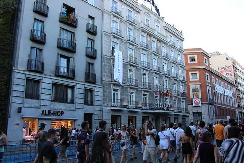 06.07.2019 Voluntarios de HazteOir.org despliegan una pancarta con el lema #StopDictaduraLGTBI en el Orgullo Gay de Madrid