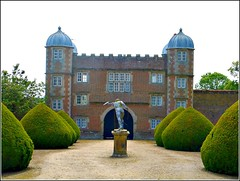 The Gatehouse Burton Agnes Hall... (** Janets Photos **) Tags: uk burtonagnes statelyholmes eastyorkshire gatehouse drives hedges topiary