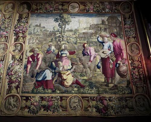 """""""La tonte des moutons"""", tapisserie des Mois de Lucas (Manufacture des Golelins, Paris, XVIIe), château royal de Pau, Béarn, Pyrénées-Atlantiques, Nouvelle-Aquitaine, France."""
