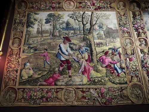 """""""Les semailles"""", tapisserie des Mois de Lucas (Manufacture des Golelins, Paris, XVIIe), château royal de Pau, Béarn, Pyrénées-Atlantiques, Nouvelle-Aquitaine, France."""