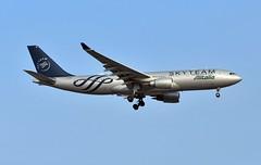 EI-DIR Airbus A330-202 at CYYZ (yyzgvi) Tags: eidir airbus a330202 alitalia societa aera italiana cyyz yyz toronto pearson mississauga ontario skyteam sky team livery