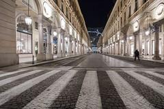 Tuijn, Via Roma at nighttime. (parnas) Tags: torino turijn italia viaroma nighttime availablelight lowlight streetphotography straat light