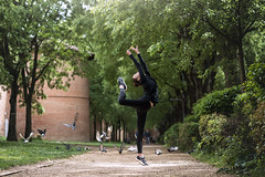 (dimitryroulland) Tags: nikon d750 85mm 18 dimitryroulland performer art artist gym gymnast gymnastics green trees toulouse urban street city dance dancer flexible people flexibility birds natural light