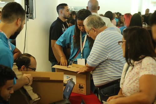 República Digital Educación: Gobierno inicia entrega de 25 mil computadoras a igual número de maestros de todo el país