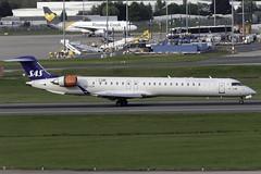 Scandinavian Airlines Bombardier CRJ-900LR ES-ACM at Birmingham Airport BHX/EGBB (dan89876) Tags: scandinavian airlines sas bombardier crj900lr crj esacm birmingham international airport landing runway 15 bhx egbb