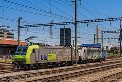 BLS 485 020 and 186 109, Pratteln (MacCookie) Tags: 186109 1861095 485020 4850202 918061861095drpool 918544850202chblsc bls bls020 blscargo bahnhofpratteln baureihe186 bern–lötschberg–simplonrailway bombardier br186 cantonofbasellandschaft class186 confoederatiohelvetica europe germanrailways kantonbasellandschaft pratteln prattelnstation railpool re485 rpool schweiz suisse svizzera swissconfederation swissrailways switzerland traxx traxxf140ac1 traxxf140ms bahn doubleheader doubleheading eisenbahn electriclocomotive engine lightengine locomotive railways zug basellandschaft