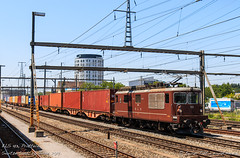 BLS 193, Pratteln (MacCookie) Tags: 193 918544251930chbls bls blscargo bahnhofpratteln bern–lötschberg–simplonrailway cantonofbasellandschaft confoederatiohelvetica europe kantonbasellandschaft pratteln prattelnstation re44 re44i re425 schweiz steg suisse svizzera swissconfederation swissrailways switzerland bahn brownie cargotrain containertrain eisenbahn electriclocomotive engine freighttrain güterzug intermodaltrain locomotive railways zug basellandschaft