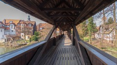 Brücke vom Wenzelsschloß zum Ufer | Lauf an der Pegnitz | IMGP1332c (horschte68) Tags: wenzelsschloss castle brücke brigde coveredbridge überdachtebrücke wasser water pentaxkp sigma102035hsm uww history perspective composition pointofview outside
