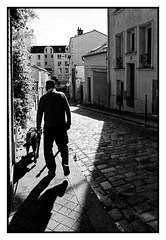 "Homme et son chien rue Laurence Savart <a style=""margin-left:10px; font-size:0.8em;"" href=""http://www.flickr.com/photos/168117164@N07/48234762591/"" target=""_blank"">@flickr</a>"