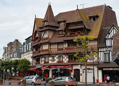 Le Mornay's (phillipbonsai) Tags: deauville normandy france halftimberedbuilding