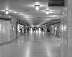7xi-0701-005 (stephen sherman) Tags: film kentmere400 minolta7xl newyorkcity manhattan midtown gct architecture cityscape bnw