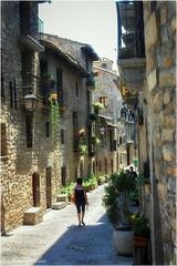 Una calle de  Ainsa (jesus.de.leon1) Tags: aínsa aragon pirineo calles piedra encanto pueblosdeespaña españa huesca