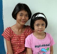 pretty girls (the foreign photographer - ฝรั่งถ่) Tags: girls two portraits children thailand nikon pretty bangkok khlong bangkhen thanon d3200 preteen