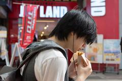 casse-croute au Japon (Pti Scarabée) Tags: japon japan hokkaido sapporo people street