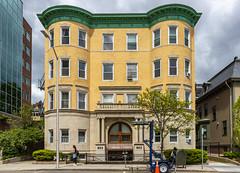 Cambridge Apartment Building (Eridony (Instagram: eridony_prime)) Tags: cambridge middlesexcounty massachusetts metroboston apartmentbuilding midcambridge