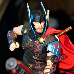Thor: Ragnarok (misterperturbed) Tags: disney marvel mezco mezcoone12collective one12collective thor thorragnarok