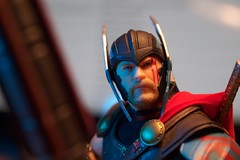 1653-189 Thor: Ragnarok (misterperturbed) Tags: disney marvel mezco mezcoone12collective one12collective thor thorragnarok