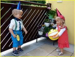 Fang den Ball Luis ! / Catch the ball Luis ! (ursula.valtiner) Tags: puppe doll luis bärbel künstlerpuooe masterpiecedoll ball spielen play