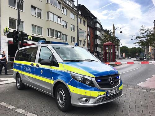 Polizei-Straßensperre auf der Venloer Straße: Bombendrohung auf Moschee in Köln am 09.07.2019
