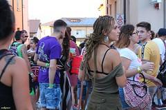 acc... mi ha visto (archgionni) Tags: gente people strada street artsti artists ragazze girls schiena back capelli hair colori colors pennabilli italy romagna