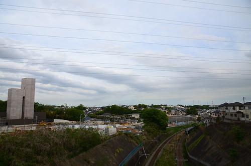 JR Yokohama Line E233 Series Train and Construction Site of Baba Entrance/Exit of Shutoko K7