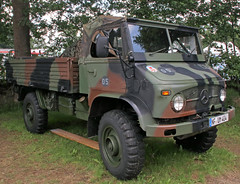 Unimog truck (Schwanzus_Longus) Tags: bockhorn german germany old classic vintage vehicle truck lorry military army bundeswehr flatbed platform mercedes benz unimog s404