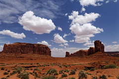 Far west (Guillaume DELEBARRE) Tags: sky monumentvalley west usa canon arizona america des clouds cloudysky 6d tamron2470f28 ocre