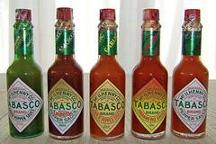 USA-La Louisiane, la colection de bouteilles chez Tabasco (Roger-11-Narbonne) Tags: louisiane usa mississippi fleuve bateau eau maison rivière sauce tabasco lac