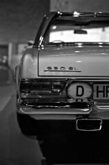 13.11-14 (analogish) Tags: 35mm 135film auto bw blackwhite car film germanvintagecar kodaktmax400 konicahexarrf konicamhexanon50mmf2 mercedesbenz230slw113 mercedesbenzmuseum oldtimer reflectaproscan7200 schwarzweiss stuttgart vintagecar