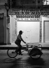 Triciclo 5 de mayo (Marcos Núñez Núñez) Tags: silhouette blackandwhite blancoynegro bw silueta canon canoneosrebelt5 street national streetphotography streetsilhouette contraste calle mx oax tuxtepec triciclo noche